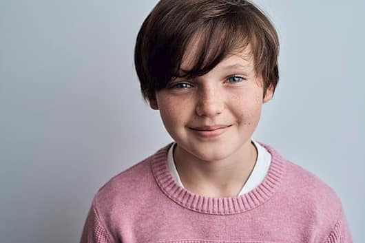 Benjamin Evan Ainsworth Bio, Wiki, Age, Girlfriend, Net Worth and The  Haunting of Bly Manor
